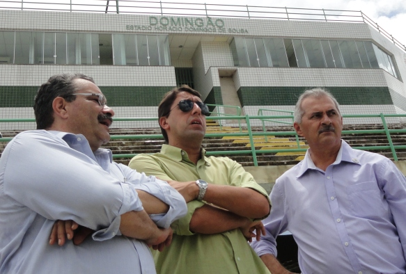 Mauro Carmelio visita Estadio Domingao
